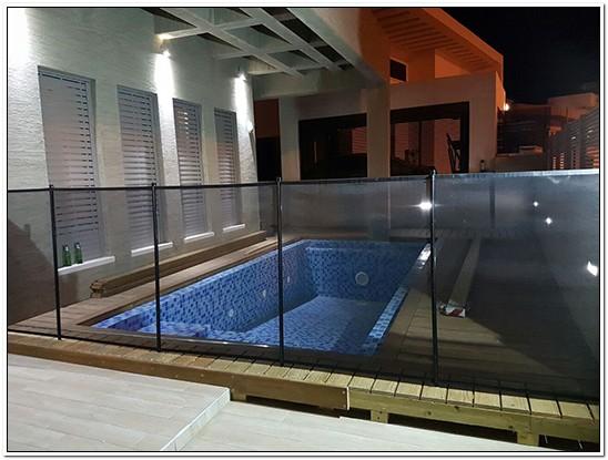 גדר בטיחות לבריכת שחייה
